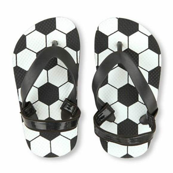 9413cc2c0 NWOT Boys Toddler Soccer Flip Flop - Black 8/9. M_5a832922d39ca27c4e20e4e8